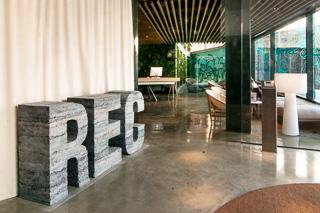 letras hormigon hotel rec