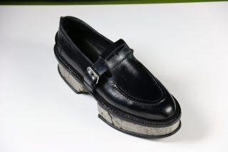 Zapato con suela de hormigón